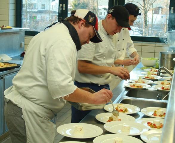Mit ams kurs zum lehrabschluss koch und for Koch und kellner
